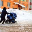 Куда жаловаться, если не убирают снег во дворе?